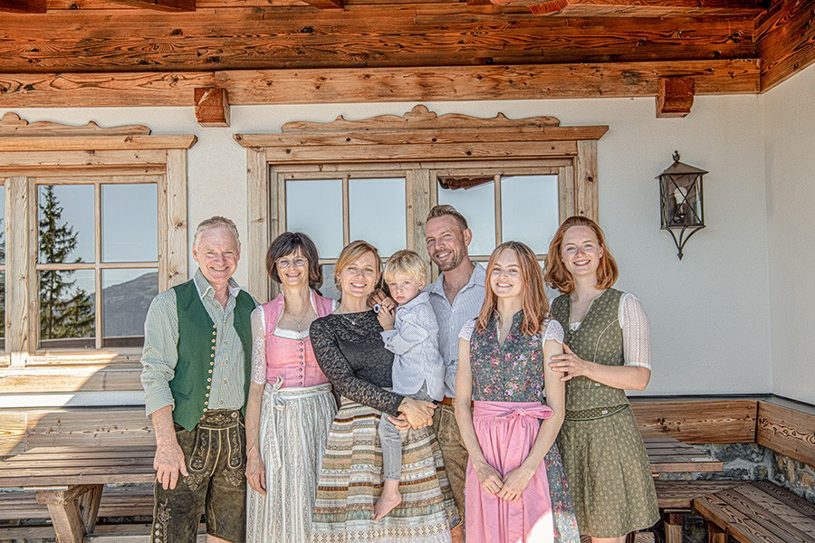 Familie Mairhofer Kraus begrüßt sie auf der Kala- Alm